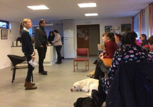 Maria Chöler och Ola Linder från Lagen som verktyg föreläser för Sveriges ledarhundsförare