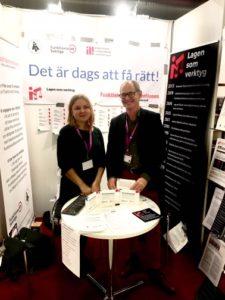 Anna Zoteeva och Emil Erdtman i montern på MR-dagarna 2017