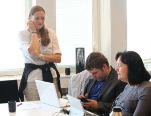 Tre koncentrerade personer