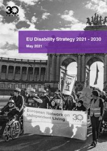 Omslag till EU.s strategi för funktionsnedsättning. Svartvit bild på demonstration..